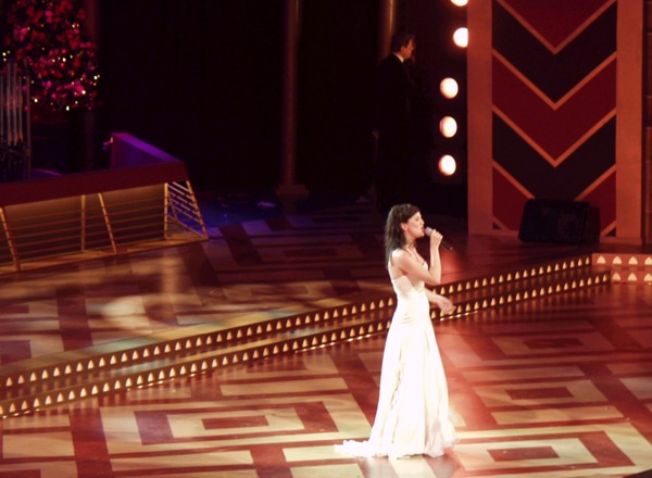 Singing 'La Lumbre' at Carols by Candlelight 2002.