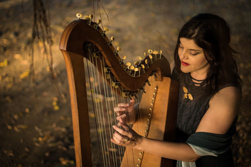Visnja, singer and harpist in Port Douglas